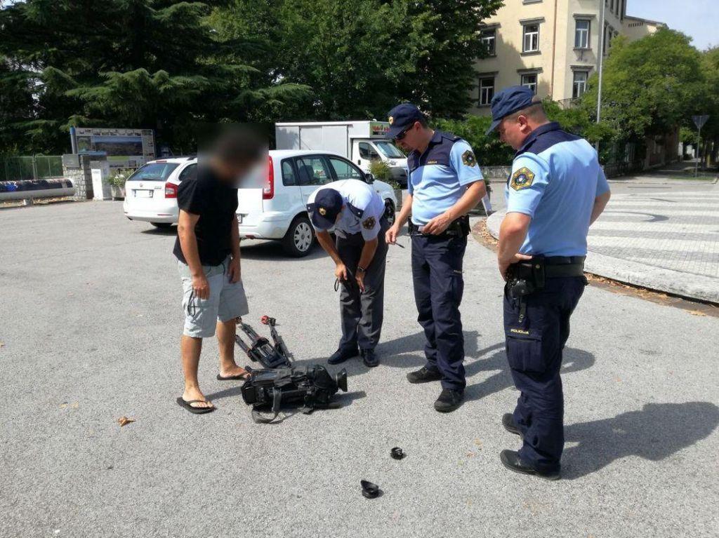 Domnevni napadalec na ekipo TVS v Novi Gorici še vedno v tujini