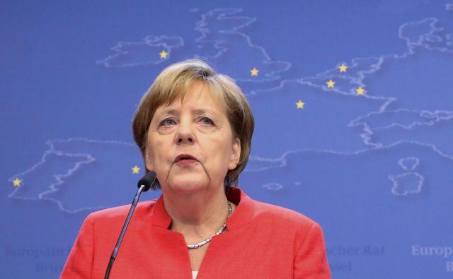 Angela Merkel se presenetljivo dobro drži na že četrtem prestolu. FOTO: AFP