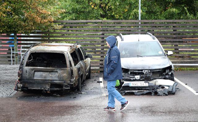 Zažgani avtomobili v Göteborgu FOTO:Adam Ihse/AP