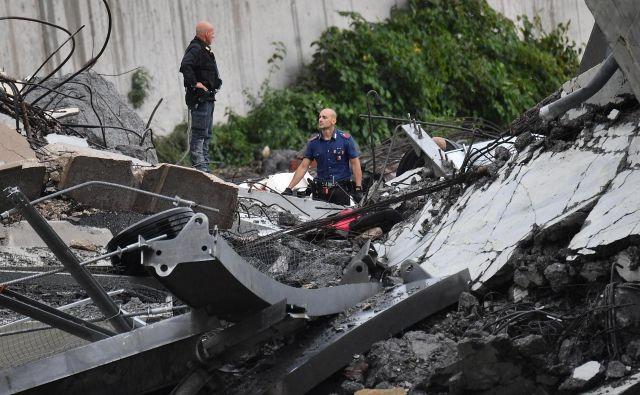 Na kraju nesreče je več kot 200 gasilcev. FOTO: Luca Zennaro/Ap