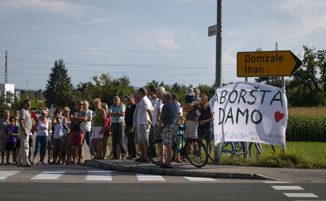 Protest krajanov Zaboršta proti predvideni izgradnji trgovskega centra FOTO: Jože Suhadolnik