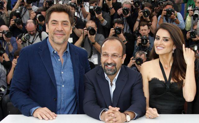 Penelope Cruz in Javier Bardem v družbi iranskega režiserja Asgharja Farhadija. FOTO: Reuters