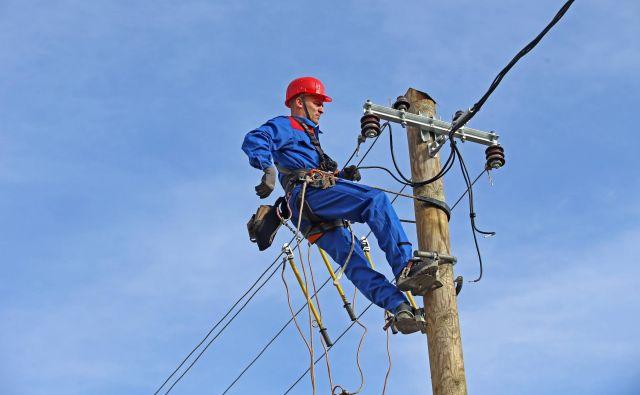 Kako doseči poceni elektriko, do okolja prijazno proizvodnjo ter varno in stabilno distribucijo električne energije na vse naslove v državi, naj bi rešil energetski koncept. FOTO: Tadej Regent