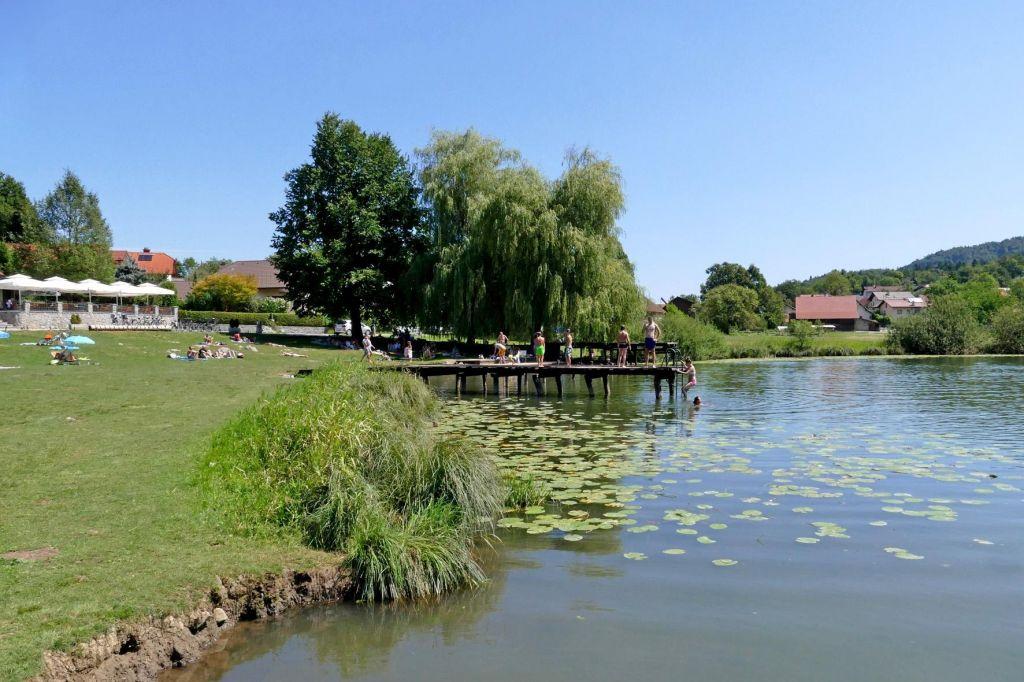 Kakovost vode v jezeru na Rakitni po novih analizah odlična