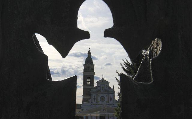 V preteklosti so ljudje na dan Marijinega vnebovzetja veliko romali. FOTO: Jože Suhadolnik/Delo