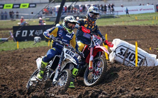 Klemen Gerčar in Tim Gajser na dirki za MXGP v Švici. Do konca sezone ima elita pred sabo še štiri preizkušnje. FOTO: Jan Porić/Porson Media