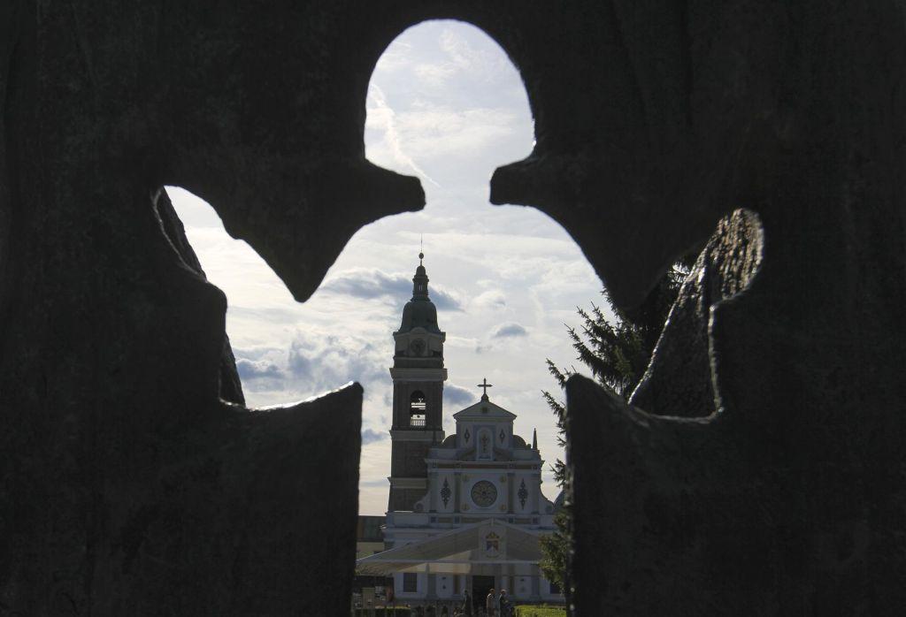 FOTO:Na Brezjah zbralo več tisoč vernikov (FOTO)