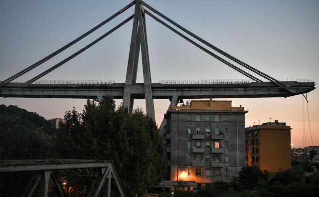 Zrušitev dela viadukta Morandi povzroča tudi pomembne probleme pri pretočnosti prometa v mestu, kot tudi pri širši prometni povezavi med Milanom in francosko mejo. FOTO: Piero Cruciatti/AFP