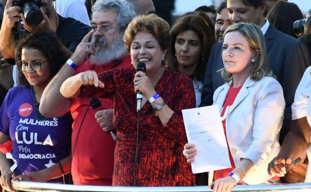 Nekdanja brazilska predsednica Dilma Rousseff iz vrst Delavske stranke je nagovorila podpornike predsedniškega kandidata Lula da Silva. FOTO: Evaristo Sa/AFP