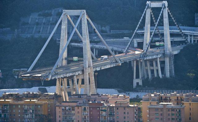 Vzrok za podrtje viadukta v Genovi je preslabo vzdrževanje. Foto AP