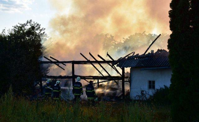 Gasilci so preprečili širitev požara na stanovanjski objekt FOTO: Oste Bakal
