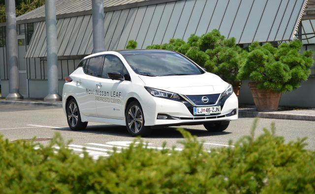 Nissan leaf je v drugi izvedbi postal oblikovno bolj odrasla kombilimuzina. Foto Gašper Boncelj
