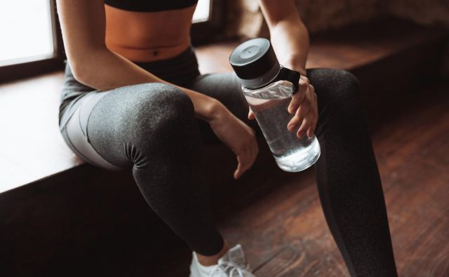 Ne glede na to, iz kakšnega materiala je narejena steklenica, jo morate vsak dan dobro pomiti. FOTO: Shutterstock