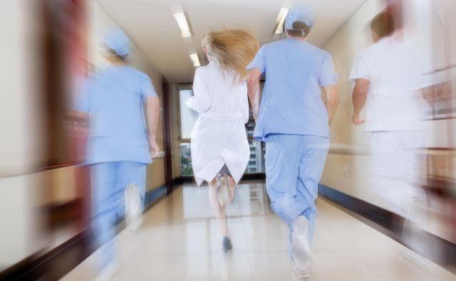 »Zdaj se je treba vrniti na začetek. Iz projekta vreči vse, kar ne sodi v standardni UC3. Potem uskladiti prvotni projekt in popise, dela na novo razpisati, potem pa ugotoviti, kdo je odgovoren za to zmešnjavo,« zdaj zahteva nadzorni svet bolnišnice z <strong>Bojanom Pahorjem</strong> na čelu. FOTO: Shutterstock