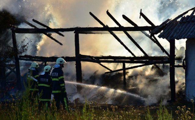Gasilci so se štiri ure borili z ognjenimi zublji. FOTO: Oste Bakal
