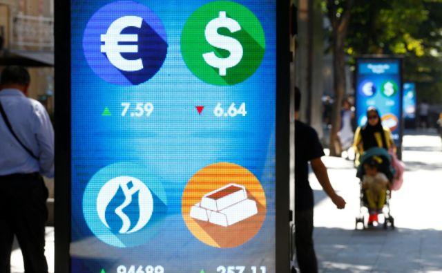 Strokovnjake skrbijo posledice padca lire za širše turško gospodarstvo. FOTO: REUTERS/Osman Orsal