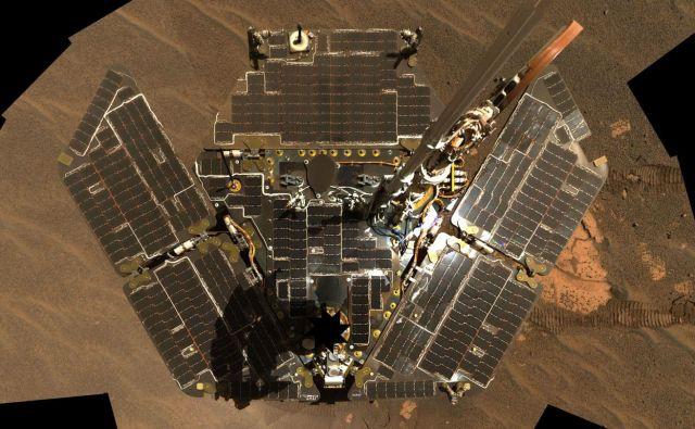 Solarni paneli roverja Opportunity. FOTO: Nasa