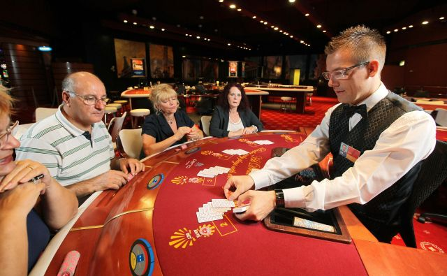 Italija bo kot prva država v Evropi prepovedala oglaševanje iger na srečo, razen državne loterije. FOTO Jože Suhadolnik / Delo