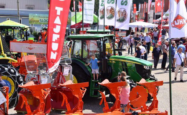 Najnovejša tehnologija in vodilne svetovne blagovne znamke kmetijske mehanizacije in opreme