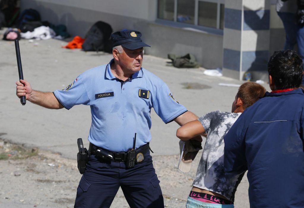 Hrvaška policija brutalno proti migrantom