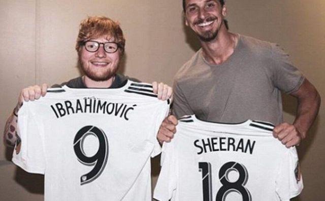 Zlatan Ibrahimović in Ed Sheeran sta si izmenjala dresa. FOTO: Instagram/Ed Sheeran