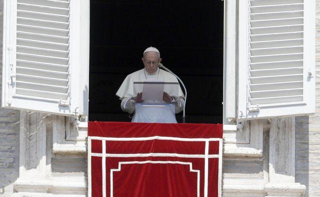 Papež Frančišek je ostro obsodil spolne zlorabe več kot tisoč otrok. FOTO: Gregorio Borgia/Ap