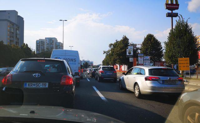 Gneča na Celovški cesti v smeri proti predoru Šentvid. Foto N. D.
