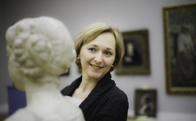 Francoski predsednik je direktorico Narodne galerije odlikoval tudi zaradi naklonjenosti, ki jo izkazuje do francoskih ustanov v Sloveniji. FOTO: Jože Suhadolnik/Delo