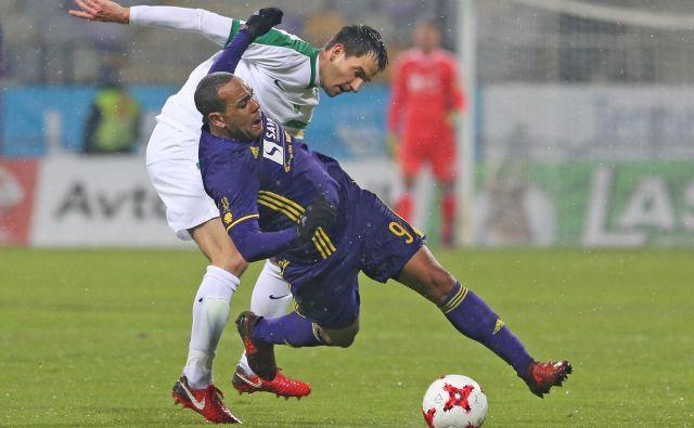 Branko Ilič in Marcos Tavares sta v svojih kapetanskih vlogah najmočnejši osebnosti v moštvih. Foto Tadej Regent/Delo