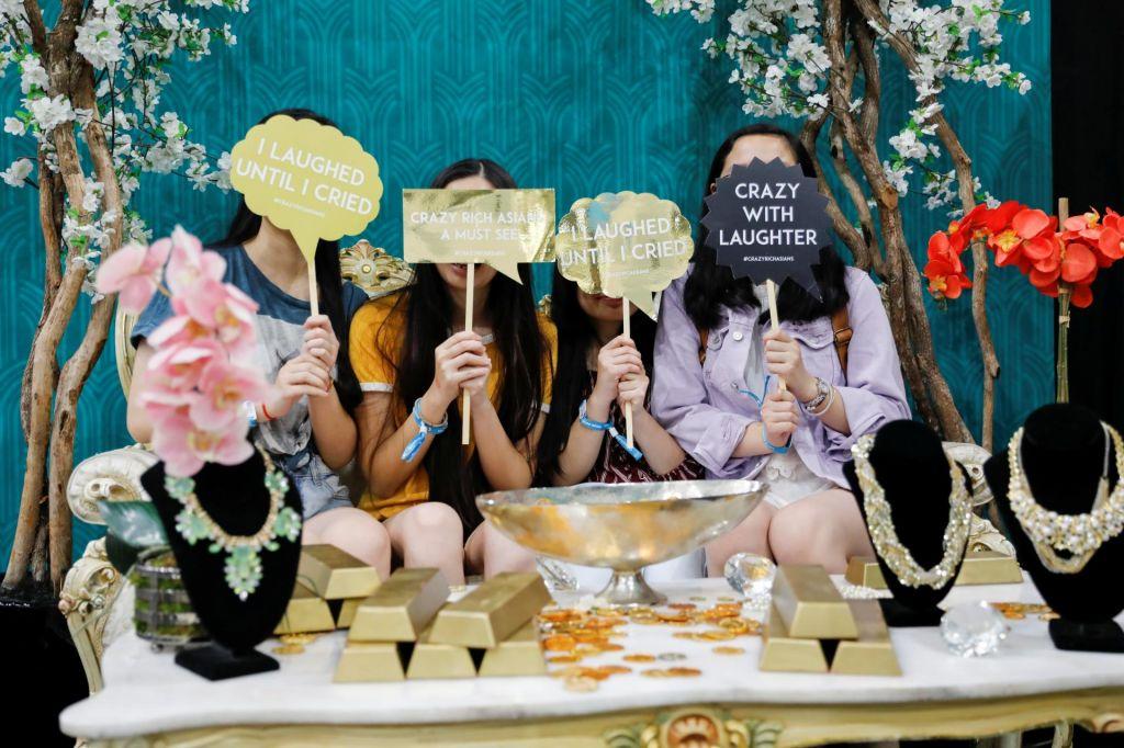 FOTO:Obsedenost z Noro bogatimi Azijci: ekstremističen kič ali analiza globljih plasti mladih duš? (VIDEO)