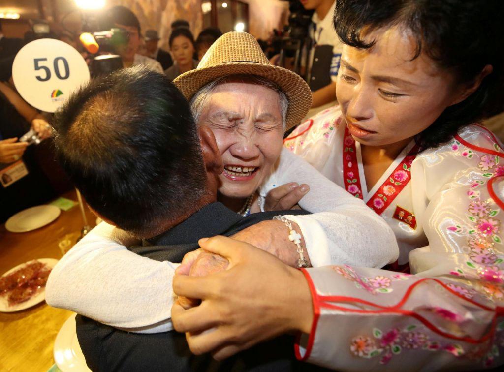 FOTO:Združitev družin, ki jih je ločila korejska vojna