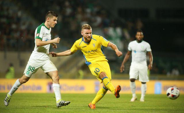 Slobodan Vuk je bil domžalski strah in trepet za nasprotnikove vratarje. FOTO: Jure Eržen/Delo