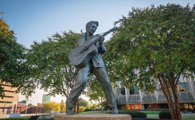 Elvis je imel na svojem posestvu Circle G ranč kar osem mobilnih hiš.