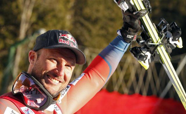 Aksel Lund Svindal, ki ga pri treningih ves čas ovira koleno, zaradi novih pravil Norveške smučarske zveze na čeladi več ne sme imeti osebnega sponzorja. FOTO: Reuters