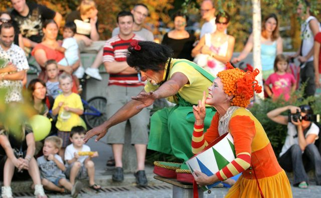 V Trnovem je spet prišel čas za ulično gledališko umetnost. Foto Matej Družnik