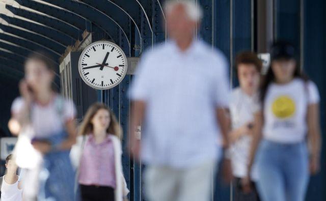 Kateri čas bo »prevladal«, če se bo komisija res odločila za konec premikanja kazalcev, ni znano. FOTO: Matej Družnik