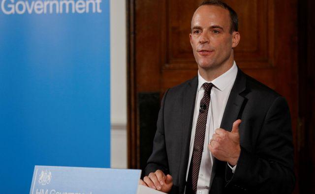 Novi britanski minister za brexit Dominic Raab je poudaril, da Združeno kraljestvo noče zapustiti EU brez dogovora o pogojih izstopa in prihodnjih odnosih, a da je pripravljeno na vse scenarije. FOTO: Reuters