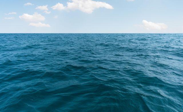 Morje avgusta šele zares zažari s svojim čarobnim nabojem, množica najrahločutnejših duš pa se mu mora odpovedati. FOTO: Shutterstock
