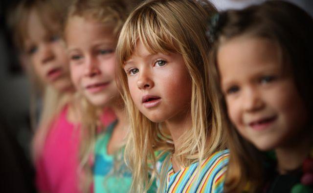 Za skoraj 22.000 otrok bo danes prav poseben dan, saj bodo prvič sedli v šolske klopi. FOTO: Jure Eržen/Delo