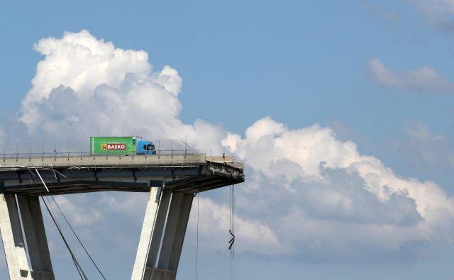 Nesreča se je zgodila 14. avgusta, ko se je v Genovi zrušil avtocestni viadukt. FOTO: Stefano Rellandini / Reuters