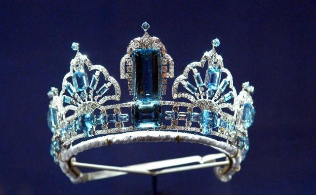 kraljičina tiara Foto Rex