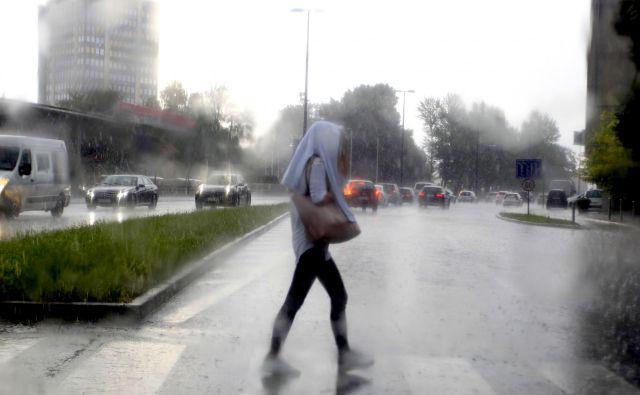 Arso je zaradi neviht izdal opozorilo. FOTO: Roman Šipić/Delo