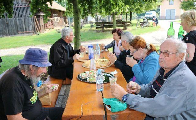Med načrtovanimi ukrepi nove koalicije je tudi uvedba sodobnih oblik bivanja za starejše. Foto Bakal Oste