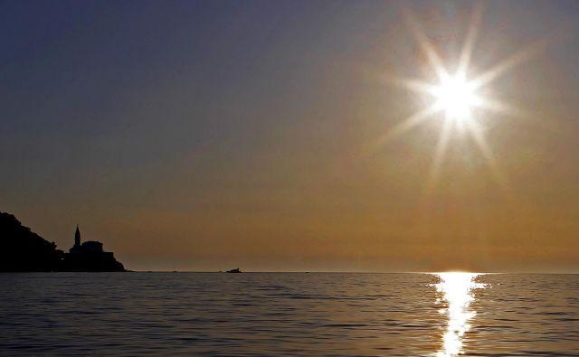 Slovenski, kanadski in brazilski znanstveniki so po skoraj 150 letih ugotovili, kako se gibalna količina svetlobe prenese na snov v času in prostoru in da se pri tem sprožijo elastični valovi. FOTO: Tomi Lombar