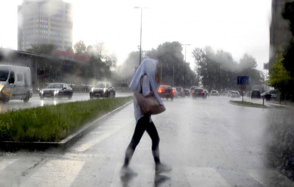 Slovenijo zajela hladna fronta, konec tedna možne nevihte