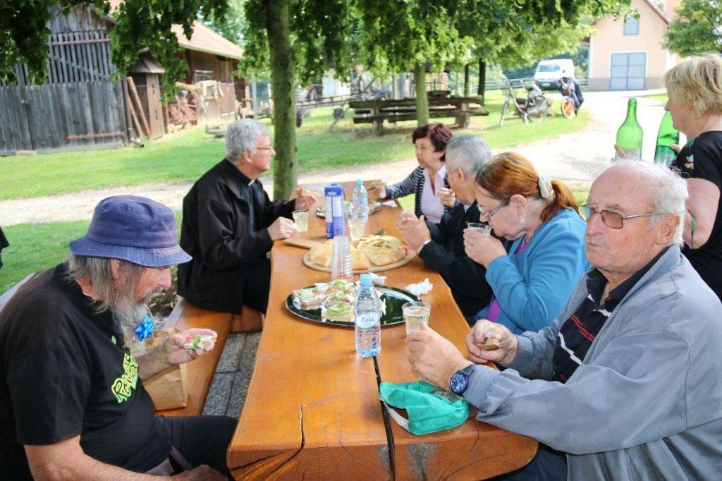 Kaj nova koalicija prinaša starajoči se družbi