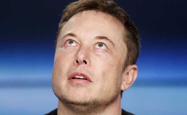 Opravičilo Elona Muska zaradi arogantnega vedenja ob predstavitvi četrtletnih rezultatov je bilo ocenjeno za najdražje opravičilo v zgodovini. Kako drag bo fiasko z nameravanim umikom delnic z borze? Foto Joe Skipper Reuters