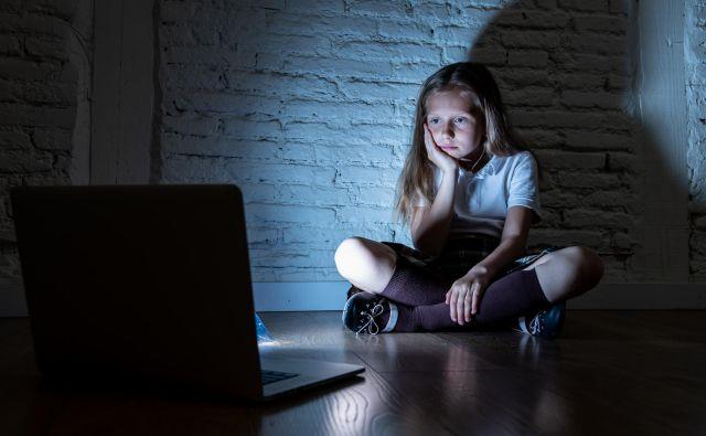 Ker je spletnih vsebin ogromno, prijavne točke ne morejo zaznati vseh kršitev. Spletne uporabnike zato pozivajo, naj oddajo anonimno prijavo domnevno spornih vsebin. FOTO: Shutterstock.com
