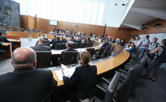 Danes bodo predstavniki LMŠ, SD, SMC, Desusa in Saba podpisali koalcijsko pogodbo. FOTO: Jure Eržen/delo
