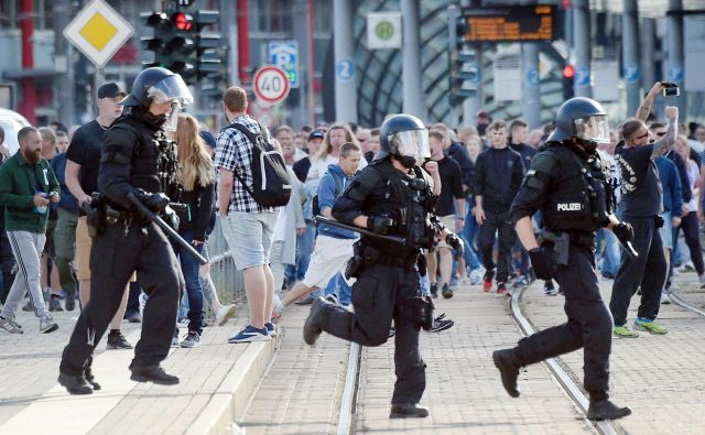 Na torkovih demonstracijah v Dresdnu je bilo manj ljudi kot v Chemnitzu. FOTO: Andreas Seidel/AFP